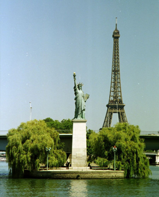 Statue-of-liberty-paris-l